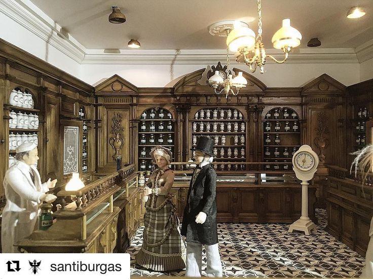 #Repost @santiburgas with @repostapp ・・・ #miniatura #antiga #farmacia #Besalu #Catalonia #Love segle #XIX #miniature #hard #work #Detail #impressionant #artesania #rosinaperfumery #glyfada #athens #greece ⭐️