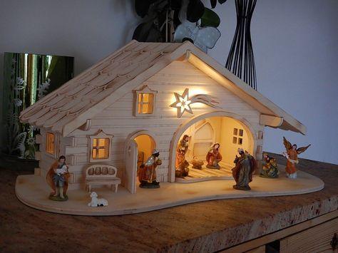 KRIPPE Weihnachtskrippe Holz geflammt LED Licht 2 Varianten Krippenstall Figuren - EUR 79,99. Krippe geflammt im Blockhaus-Stiel mit LED Beleuchtung - Figuren einfach oben auswählen Ausgezeichnete Qualität und Detailarbeit für Ihre Weihnachten durch mehr als 30 Jahre Erfahrung Einfach Ihre persönliche Weihnachtskrippe bestellen und staunen. Der Krippenstall wird in meiner Tischlerei/Schreinerei skizziert, geplant, gefertigt und verpackt. Auch werden weitere Schmuckstücke hergestellt. Wir...