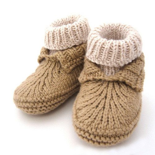 Knit your own pair of baby Moc-a-Socs with this pattern! They're warm and stylish, and babies love them! You'll love the quick and simple construction and the cute finished product. This is a printed