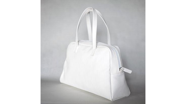 Elita white Bowling Bag. Handmade in Italy.
