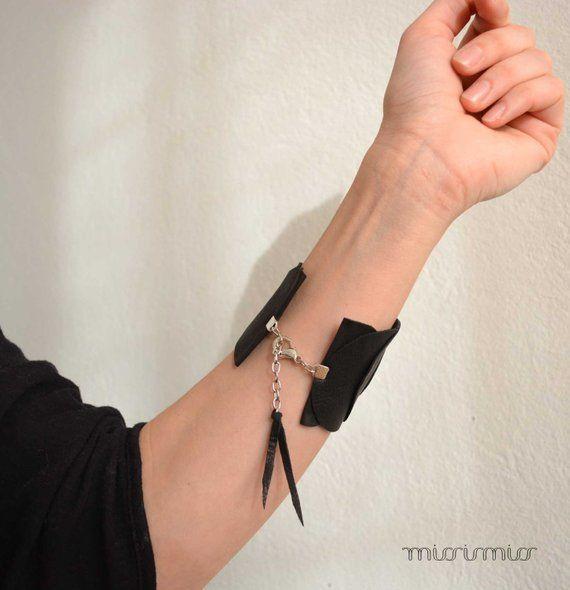 Manchette en cuir fait à la main. Bracelet écologique