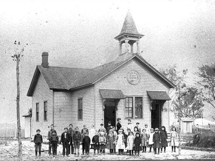 ROSEVILLE — Burton School in 1886
