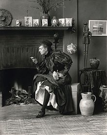 "Frances Benjamin Johnston, Self-Portrait (as ""New Woman""), 1896.jpg (Grafton, Virginia Occidental, 1864 - Nueva Orleans, 1952)"