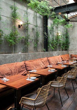 restaurante arturito, em são paulo   projeto: candida tabet / paisagismo: arboreto