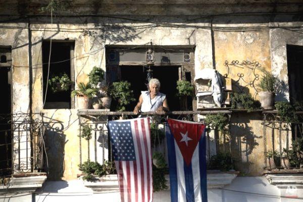 """Un vecino de Lawton, señaló: """"Hasta ahora, el gobierno cubano le ha echado la culpa del hambre y de la escasez al embargo. Si lo quitan, ¿quién será el chivo expiatorio de la dictadura?"""""""