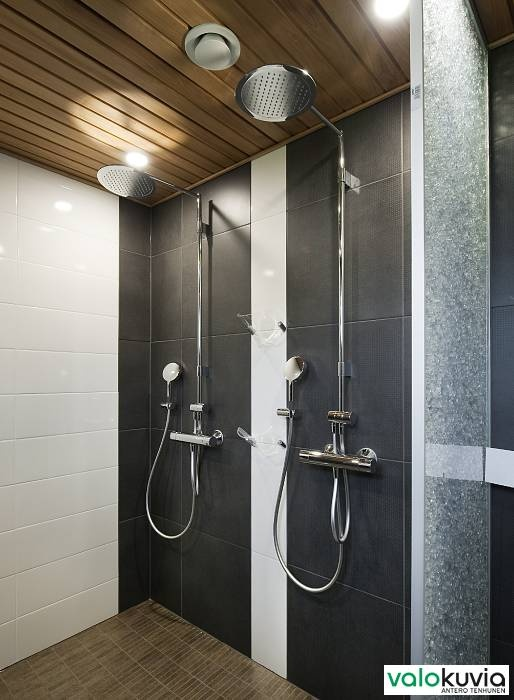 Bathroom with sauna! Two showers - Thermostatic faucets called Oras Cubista + Oras Hydra shower sets with them. Functional bathroom!