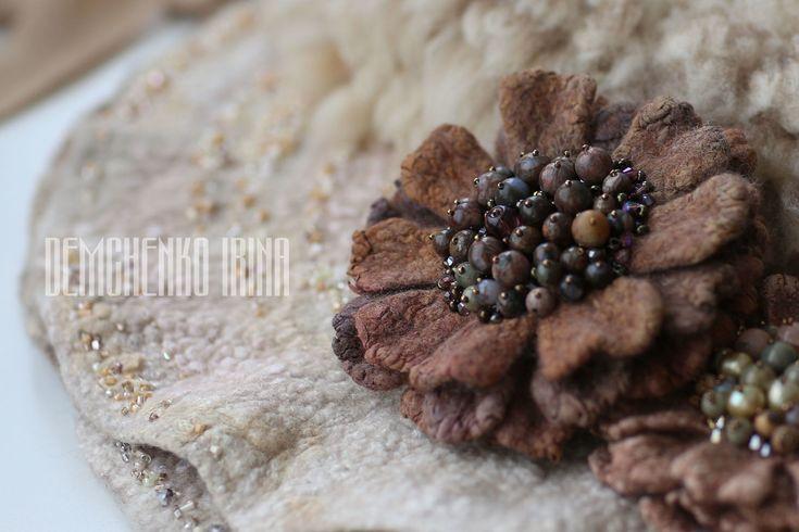 Валяная брошь «Antiques» – купить или заказать в интернет-магазине на Ярмарке Мастеров | Валяная брошь.<br /> Цвет, фактура, камни... они…