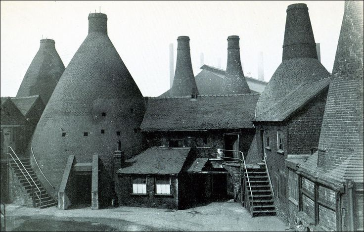 Original Bottle Kiln Ovens, Wedgwoods, Etruria  c.1952 photo: the Warrillow Collection