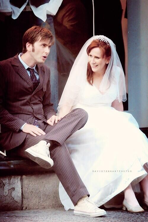 "David Tennant & Catherine Tate taking a break while filming the 2006 Christmas special ""The Runaway Bride."""