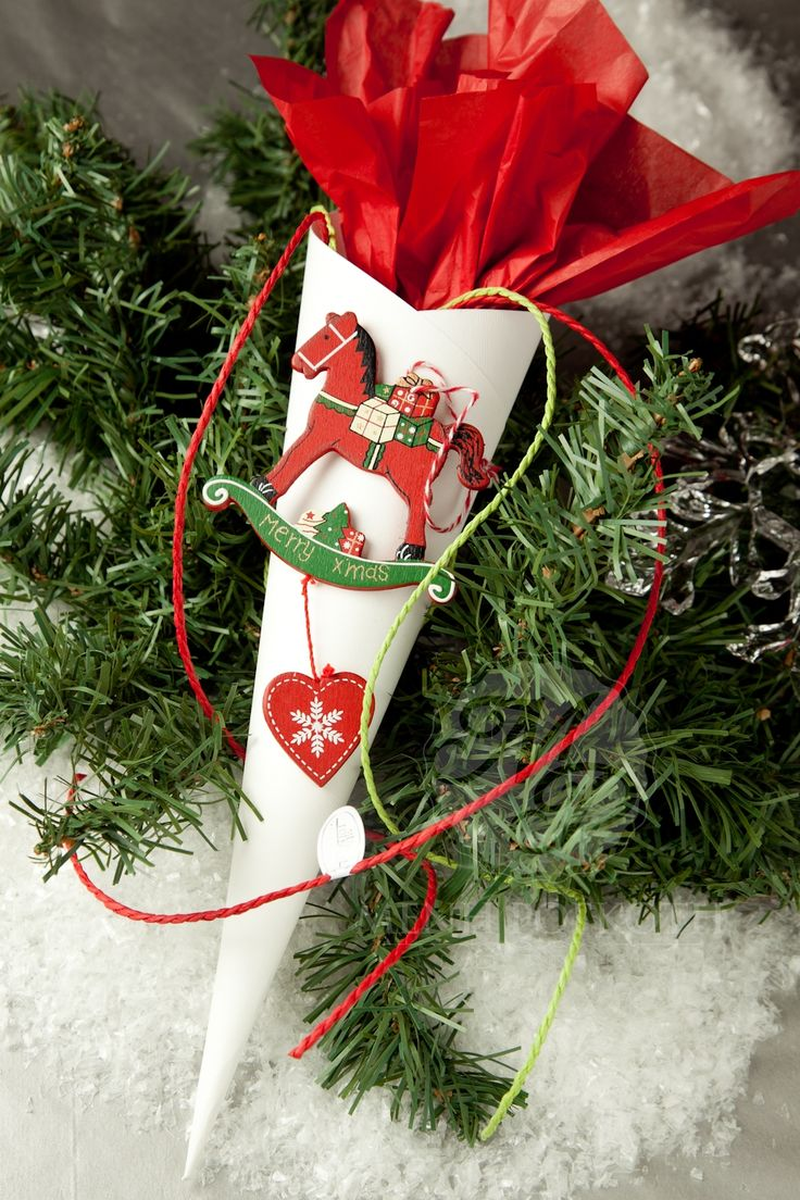 Χριστουγεννιάτικη παιδική μπομπονιέρα χωνάκι με ξύλινο αλογάκι και ζαχαρωτά #Christmasfavors