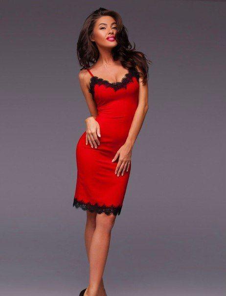 Купить шелковое платье красного цвета с кружевом в Москве по низкой цене.
