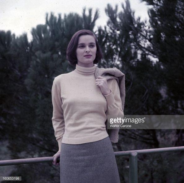 Rendezvous With Lucía Bosé En 1956 avant son mariage avec le toréador Luis Miguel DOMINGUIN portrait en extérieur de l'actrice Lucia BOSE appuyée sur...