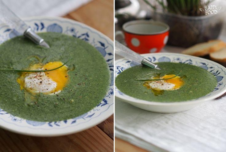 Суп-пюре из шпината с яйцом-пашот