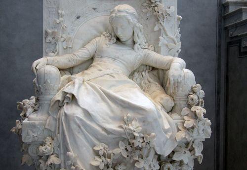Sleeping Beauty Statue in Berlin Louis Sußmann-Hellborn (1828- 1908): Dornröschen