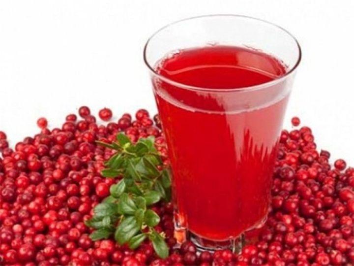 Клюквенный сок Для нас клюква и клюквенный сок – ценный источник глюкозы и фруктозы, а также большого количества пектинов. Из кислот в клюквенном соке есть лимонная, бензойная и други...