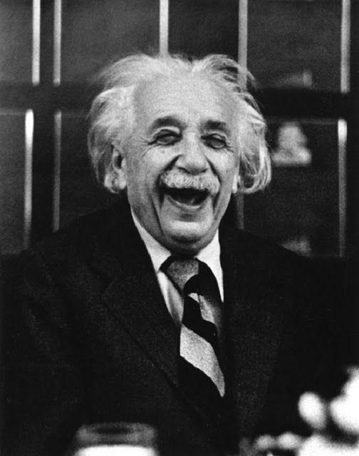JövőLátó: És aztán újra kellett nyomtatni az összes fizika tankönyvet... Albert Einstein at Princeton Luncheon, 1953 - photo by Ruth Orkin