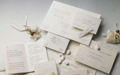 Le partecipazioni di matrimonio - Le partecipazioni di matrimonio sono fondamentali per comunicare agli inviati data, luogo e ora della cerimonia e del ricevimento. Anche in questo caso ci sono comunque degli accorgimenti da tenere ben presenti.
