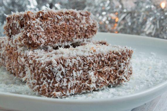Das tradionelle kroatische Rezept - feine Kokosschnitten in Schokolade gewendet. Cupavci muss einmal ausprobiert werden - einfach köstlich.