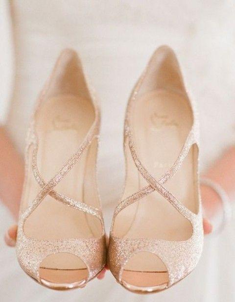 30 Sparkling Rose Gold Wedding Ideas | HappyWedd.com #rockmyspringwedding @Derek Smith My Wedding