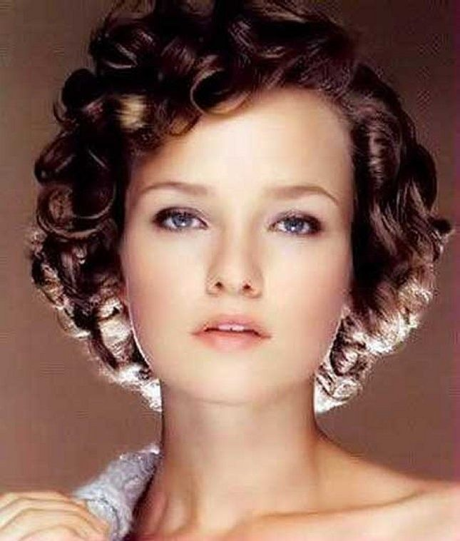 Classic Short Curly Hair for Women Hairstyle