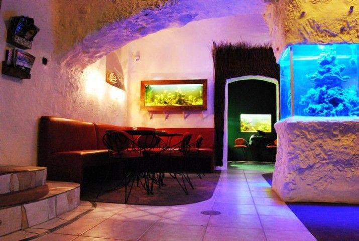 Caffe Morena położona jest niedaleko Rynku Głównego. Miejsce to urządzone jest w scenerii podmorskiej toni z barwami podwodnego świata. http://krakowforfun.com/pl/10/puby/caffe-morena