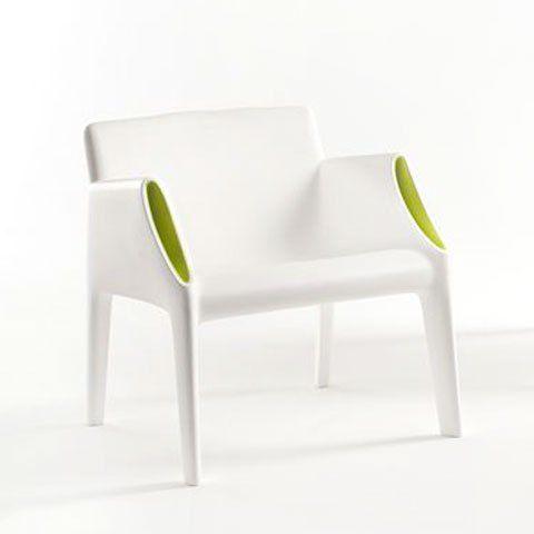 Kartell Magic Hole fauteuil wit: http://www.hetdesignentrepot.nl/winkel/stoelen/kartell-magic-hole-fauteuil/