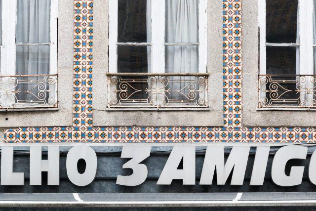 Braga | Rua dos Chãos, n.º 136-138 [© Libório Manuel Silva] #Azulejo #AzInfinitum #ILoveBraga