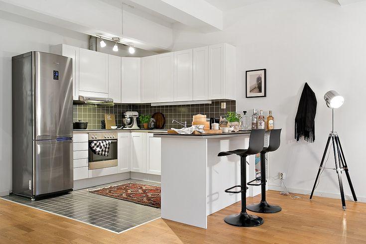 Kök i vitt från Marbodal och rostfria vitvaror