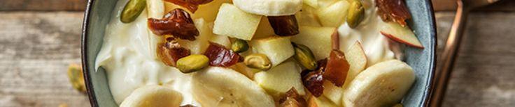Volle kwark met appel en banaan, pistachenoten en dadels  thumb
