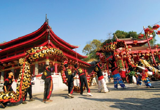 Sam Po Kong Festival is held in Semarang every 29th or 30th day of the 6th month in the Chinese Calendar. At the height of the celebration, lively Barongsay and Liong dances join the parade.