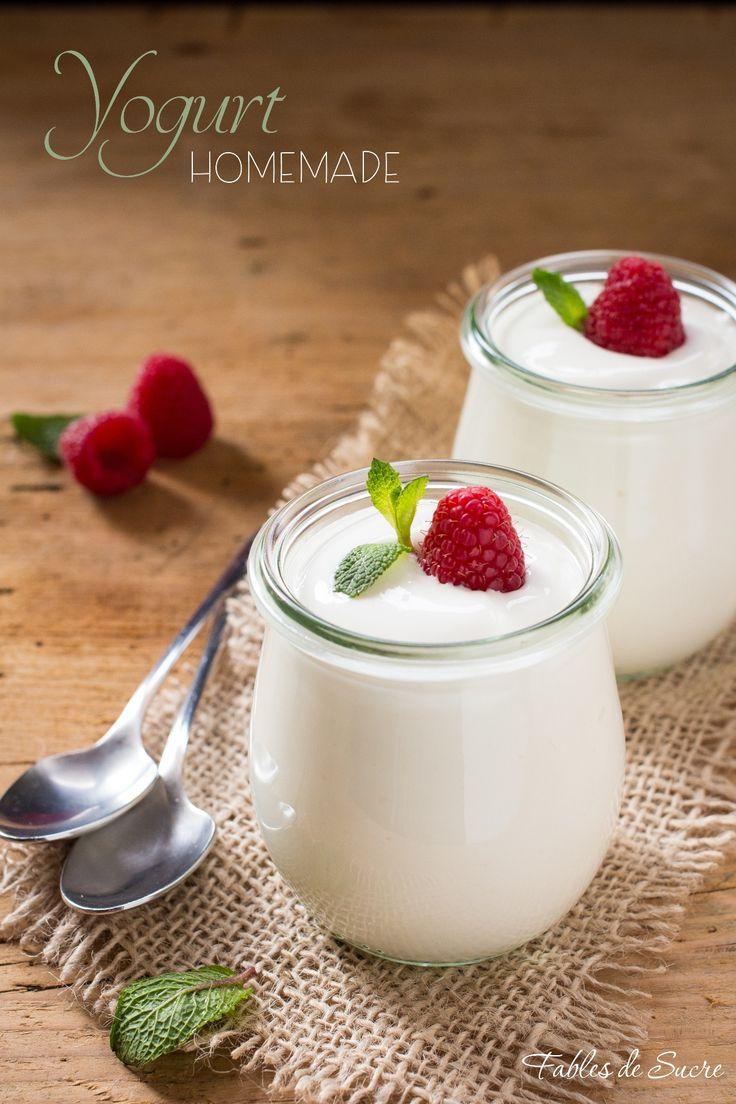 Lo yogurt fatto in casa è buono e naturale, facile da fare potete consumarlo con quello che più vi piace, come frutta, cereali, miele, gocce di cioccolato.