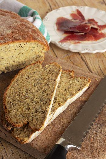 Pão de Batata com sementes de papoila. Receita da Isabel Zibaia Rafael autora do blogue Cinco Quartos de Laranja.  #Batatas #Franca #Sabor #Receitas  #batata #comida #cozinhar