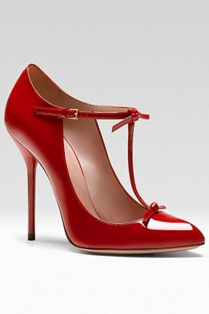 Gucci... Love the color, love the vintage inspiration