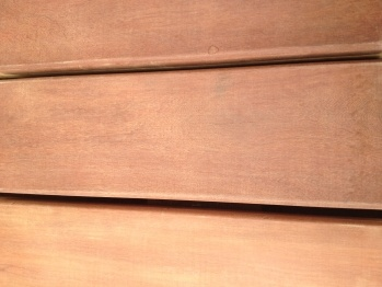 Dakterras. De hardhouten Massaranduba vlonderdelen zijn ideaal voor buitengebruik. Dit komt door zijn hoge duurzaamheid klasse waardoor het hout niet rot en langer meegaat. Mede door deze hardheid is het zeer geschikt als buitenvloer op een dakterras.