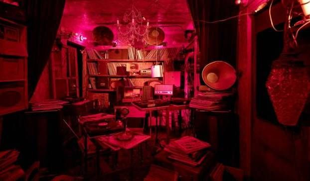 Forunderligt. Miller-parrets skulpturer kræver tid for at udfolde sig i lyd, lys og rum. Og alt ændrer sig, når man berører værkerne elller selv bevæger sig. - Foto: Anders Sune Berg ARoS Aarhus Kunstmuseum Til 19. april 2015