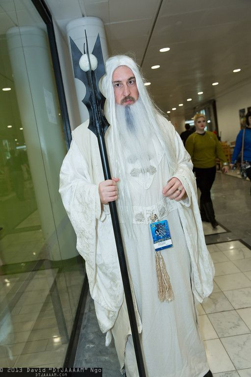 Here we look as some Saruman white wizard cosplay costume ideas that are perfect for Halloween or other LOTR dress up occasions.