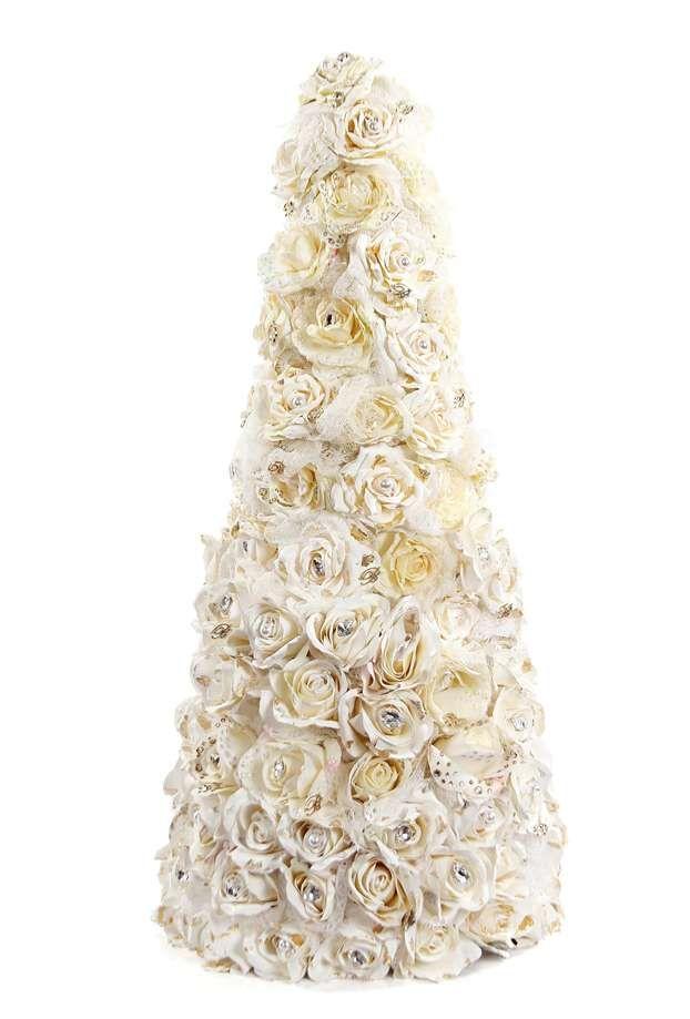 """La """"signora delle rose"""" Anna Molinari non poteva non decorare l'albero di Natale con eleganti rose. Molto shabby chic.  http://www.leonardo.tv/natale-decorazioni/natale-100-alberi-d-autore-2012/albero-natale-blumarine"""