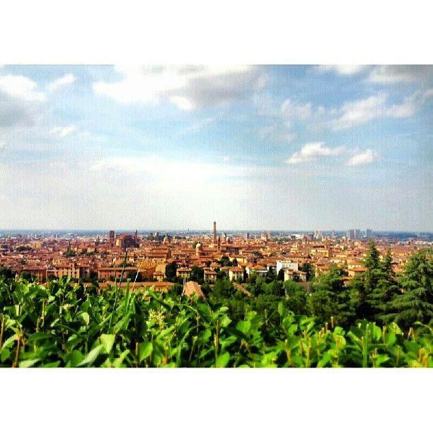 Colli bolognesi, la vista sulla città da San Michele in Bosco - Instagram by @Luca Lepori Ghiacci