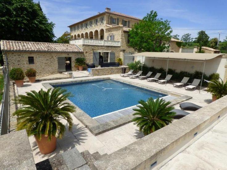 Magnifique maison de caractère à vendre chez Capifrance à Uzes dans le Gard.     > 639 m², 12 pièces, 6 chambres !    Plus d'infos > Cyril Nephtali, conseiller immobilier Capifrance.