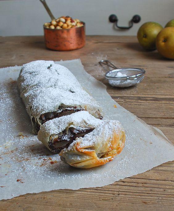 Strudel de pera, chocolate y avellanas