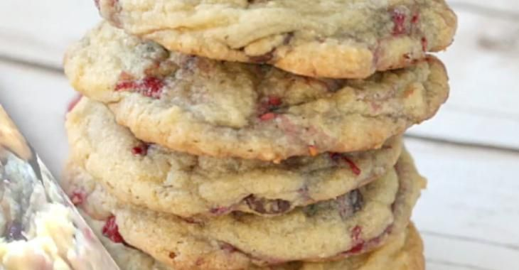 Biscuits aux framboises et pépites de chocolat