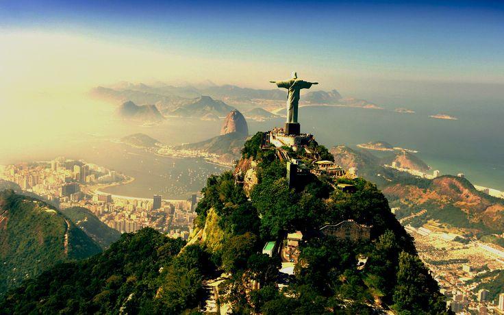 Rio de Janeiro - Brasil - visitar o Cristo Redentor, andar de bonde no Pão de Açúcar e passear de barco.