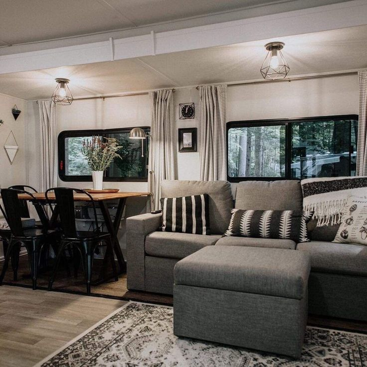43 Beautiful RV Makeovers to Follow on Pinterest (avec images)   Relooking camping car, Rénover ...