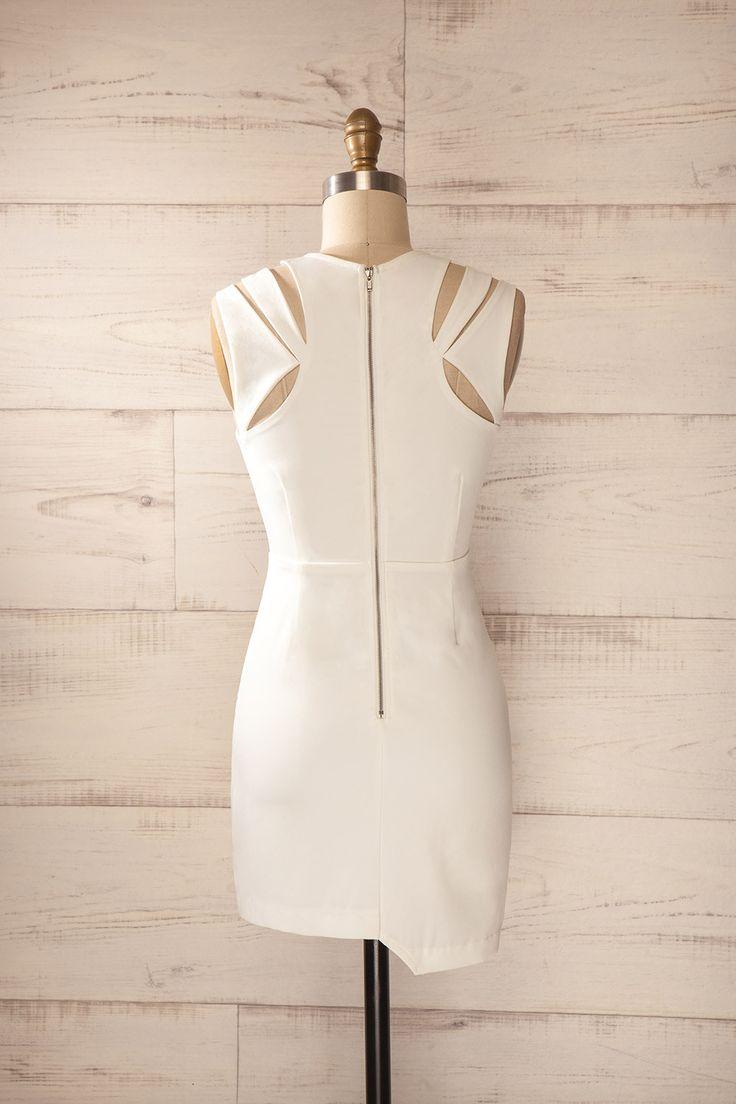 Robe blanche ajustée asymétrique découpes - White fitted asymmetrical cut-outs dress