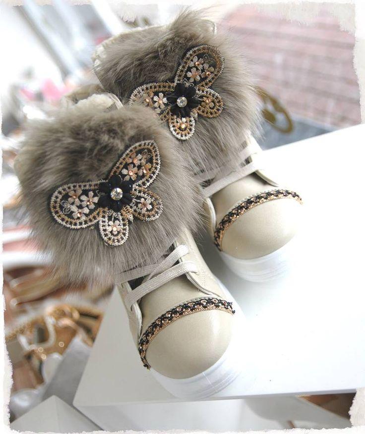μποτακι με εσωτερικη επενδυση γουνας και λουρεξ πεταλουδα διαθεσιμα σε μαυρο.μπεζ και καμελ διαθεσιμα νουμερα απο 36-41. ΤΙΜΗ 35Ε #fashionista #storiesforqueens #handmadecollection #handmade #fashion #μοδα #lovemyboots
