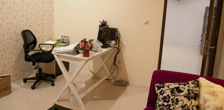 Feminim office room