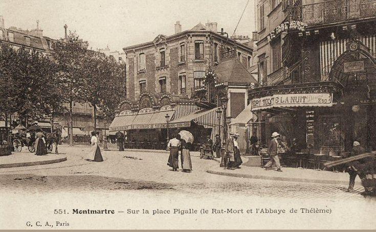 """Paris, une vue de la place Pigalle vers 1900 avec, au premier plan, le célèbre cabaret """"le Rat Mort"""", fréquenté par Rimbaud et Verlaine, et, au milieu de l'image, l'Abbaye de Thélème, café et lieu d'exposition incontournable à l'époque."""