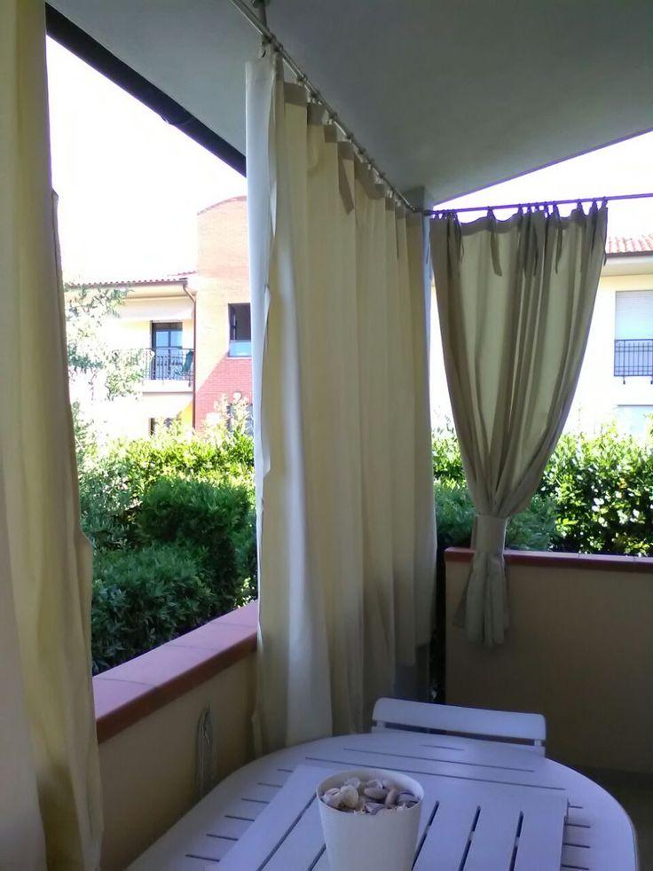 Oltre 25 fantastiche idee su tende per esterni su - Divanetto da balcone ...
