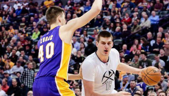 Les Lakers réduits en poussière à Denver -  Quoi de mieux que la réception des Lakers pour engranger de la confiance et une victoire précieuse dans la course aux playoffs ? Les Nuggets ne se sont pas fait… Lire la suite»  http://www.basketusa.com/wp-content/uploads/2017/03/jokic-zubac-570x325.jpg - Par http://www.78682homes.com/les-lakers-reduits-en-poussiere-a-denver homms2013 sur 78682 homes #Basket