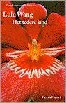 Het tedere kind vertelt het verhaal van hoofdpersoon Lilan aan de hand van drie beslissende periodes in haar leven.   Lilan is een kwetsbare jonge vrouw die zich wil verzoenen met de fantomen uit het verleden.   De roman switcht subtiel tussen verschillende tijden ' Lilans vroegste jeugd in Beijing, die getekend wordt door misbruik en incest; haar komst naar Maastricht, waar ze ontdekt wat liefde is; en het heden in Den Haag, waar ze woont en schrijft.
